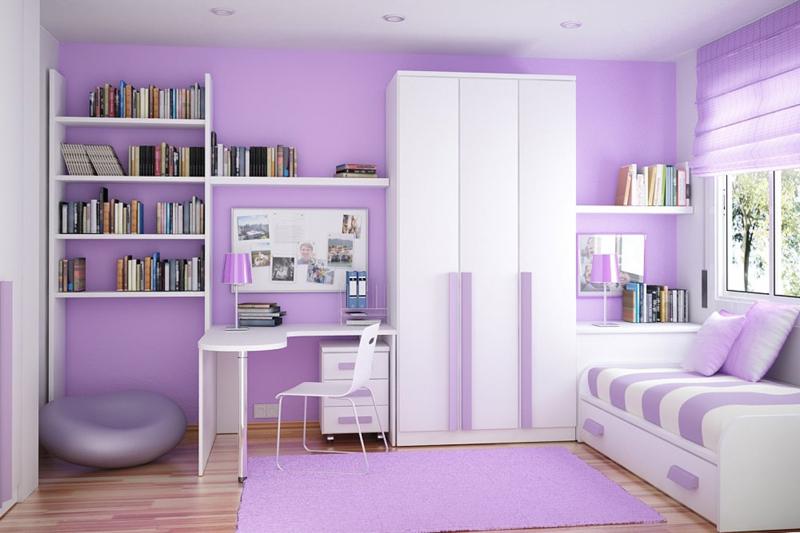 Стильная небольшая комната с белым диваном