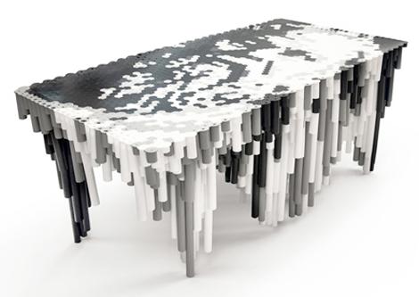 Столик черно-белого цвета
