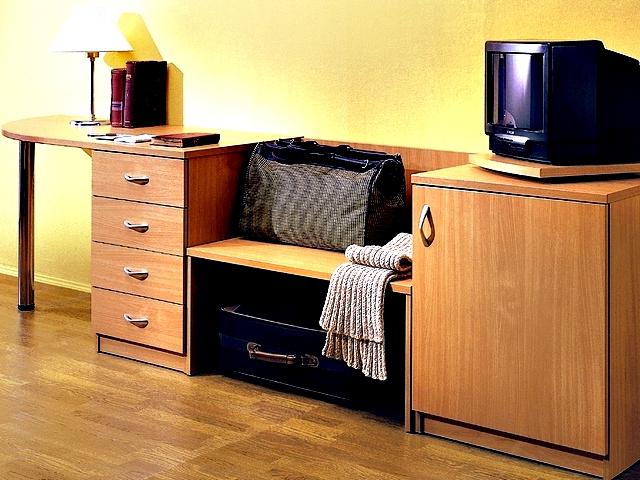 Столы для обустройства отелей