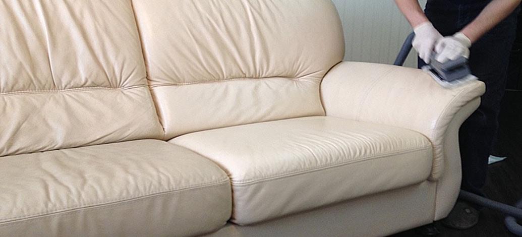 Светлый диван для дома