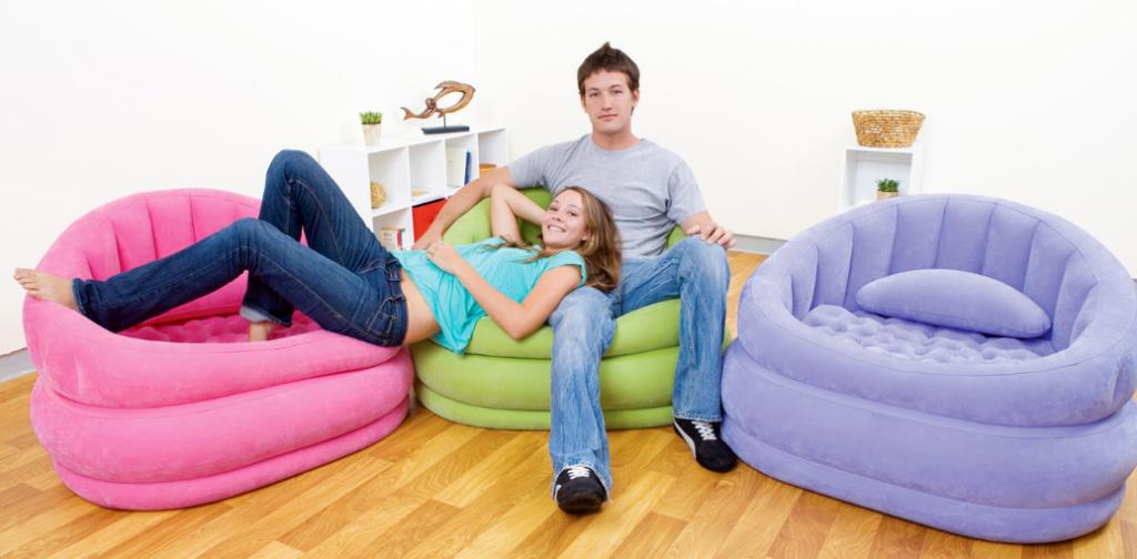 Цветные различные диваны