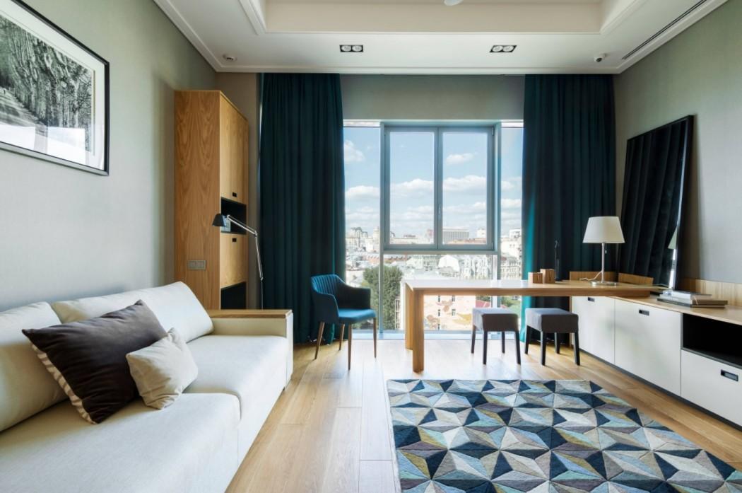 Темные шторы в гостиной будут популярны в 2018 году