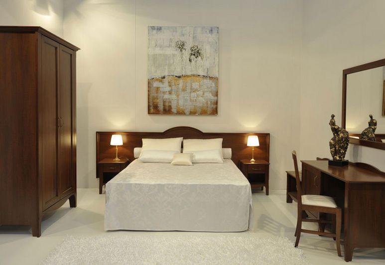 Удобная двуспальная кровать для спальни