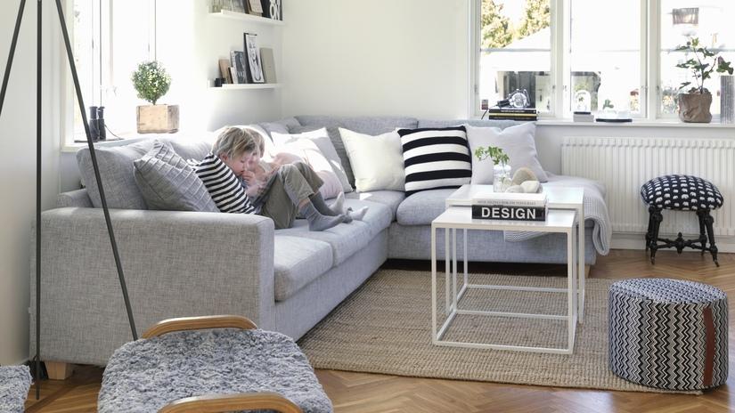 Угловой диван для гостиной небольшого размера
