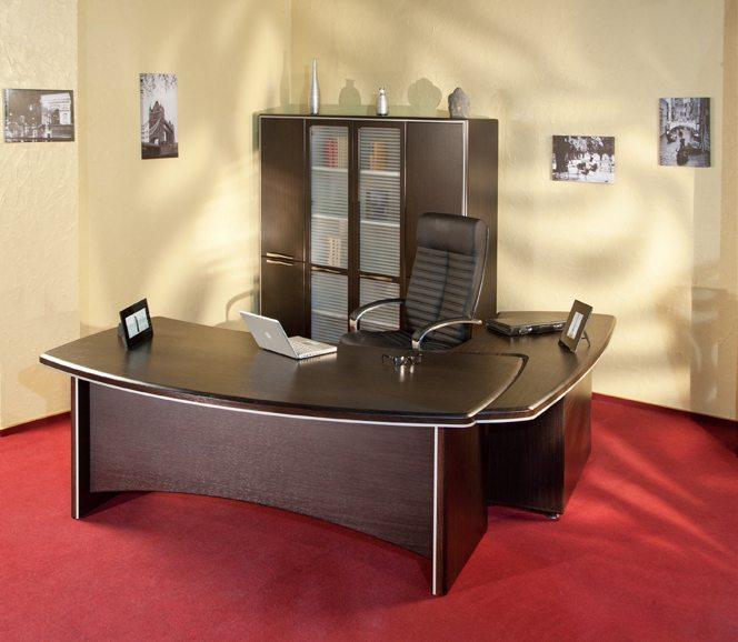 Угловой прочный стол