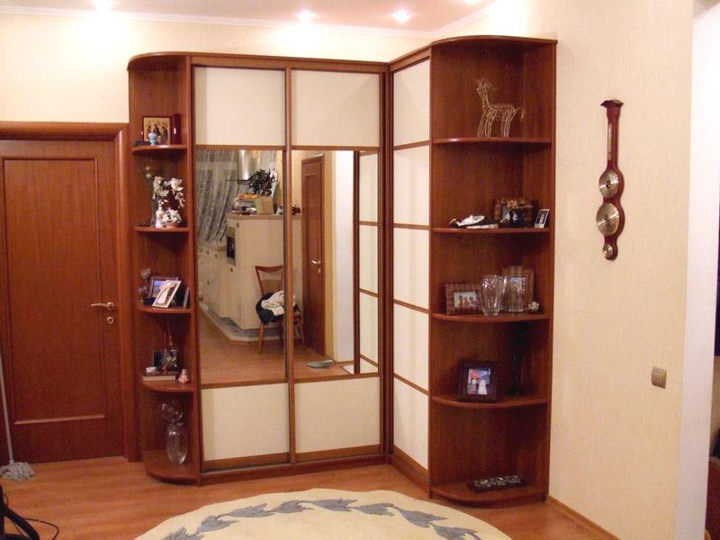 Угловой просторный шкаф