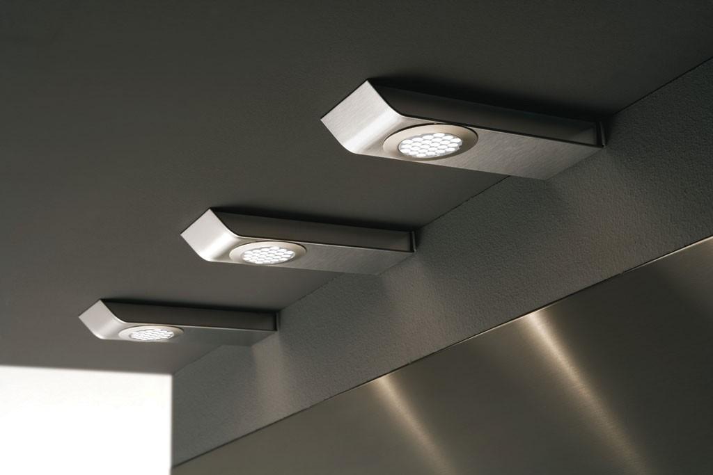 Встраиваемые мебельные светильники в рабочей зоне