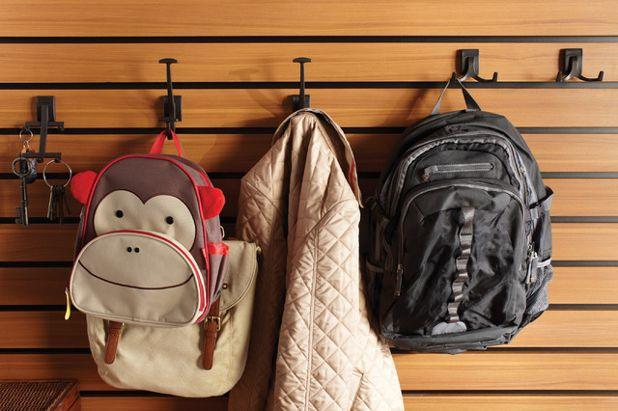 Вынесите мелкие предметы мебели и декора
