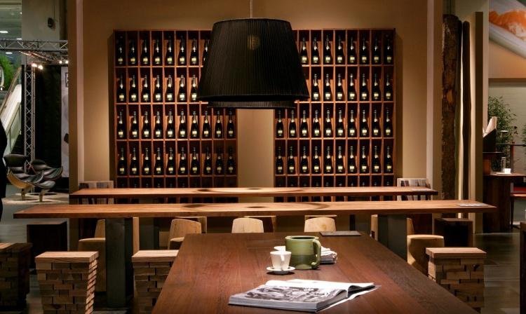 Высокий винный шкаф