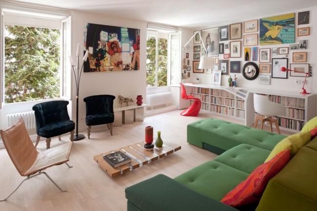 Яркий диван для дома