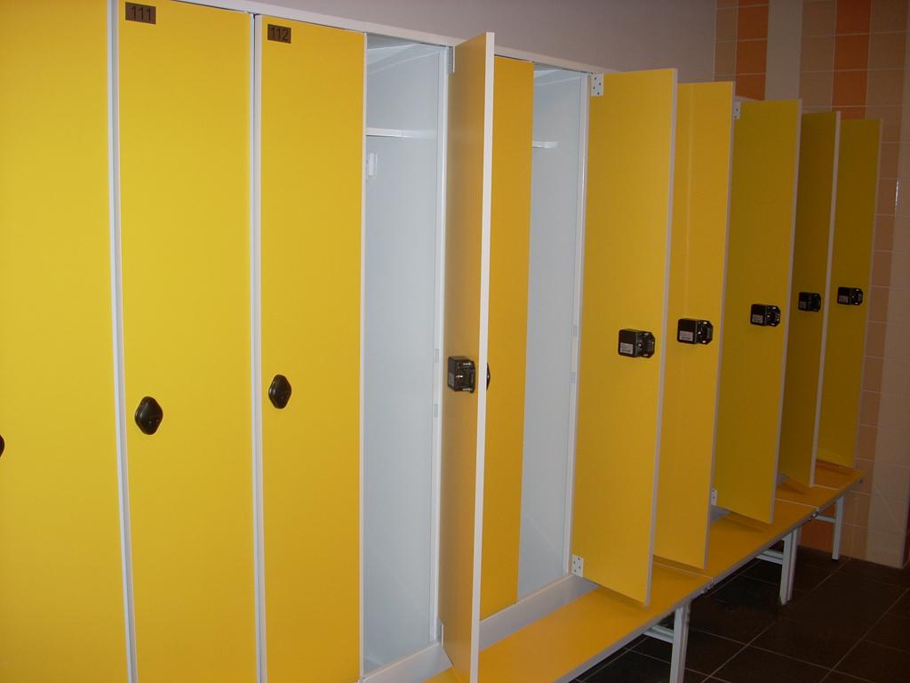 Желтые шкафы