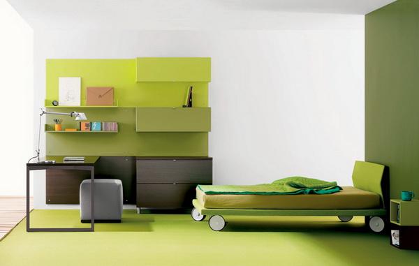 Зеленые нотки в интерьере комнаты