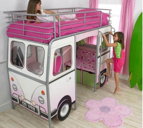 Бело-розовая кровать для двоих детей