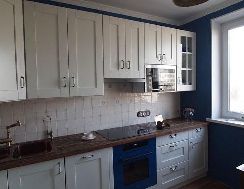 Белые фасады мебели для кухни