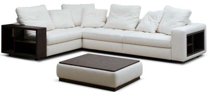 Белый диван с практичной обивкой