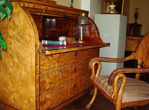 Бюро и стул из карельской берёзы