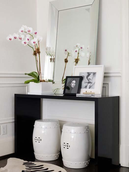 Черная глянцевая поверхность мебели