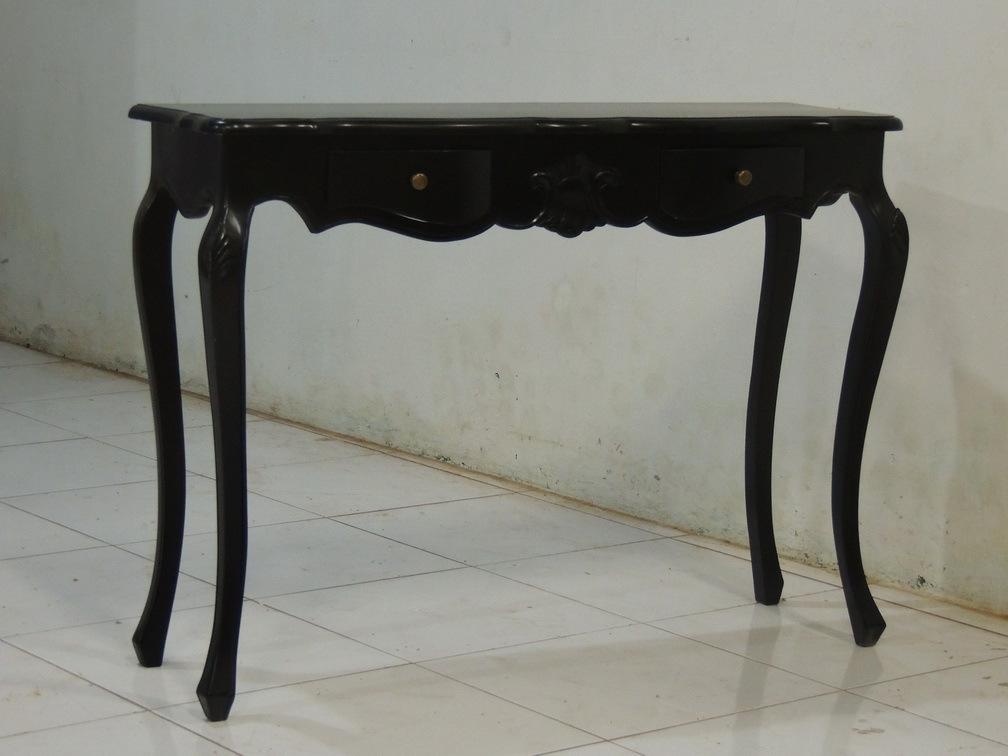 Черный небольшой стол для дома