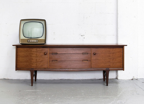 Длинный комод под телевизор
