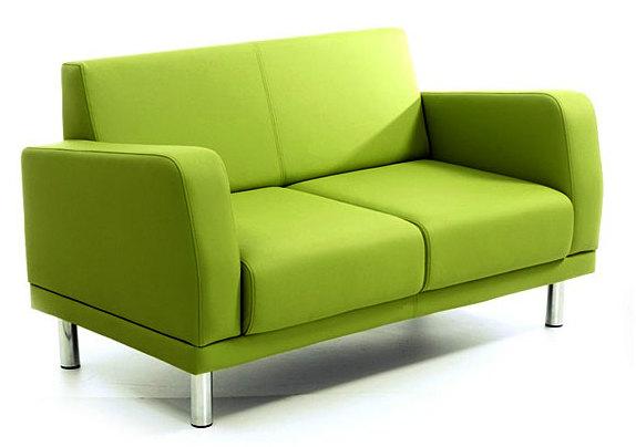 Двухместный небольшой диванчик