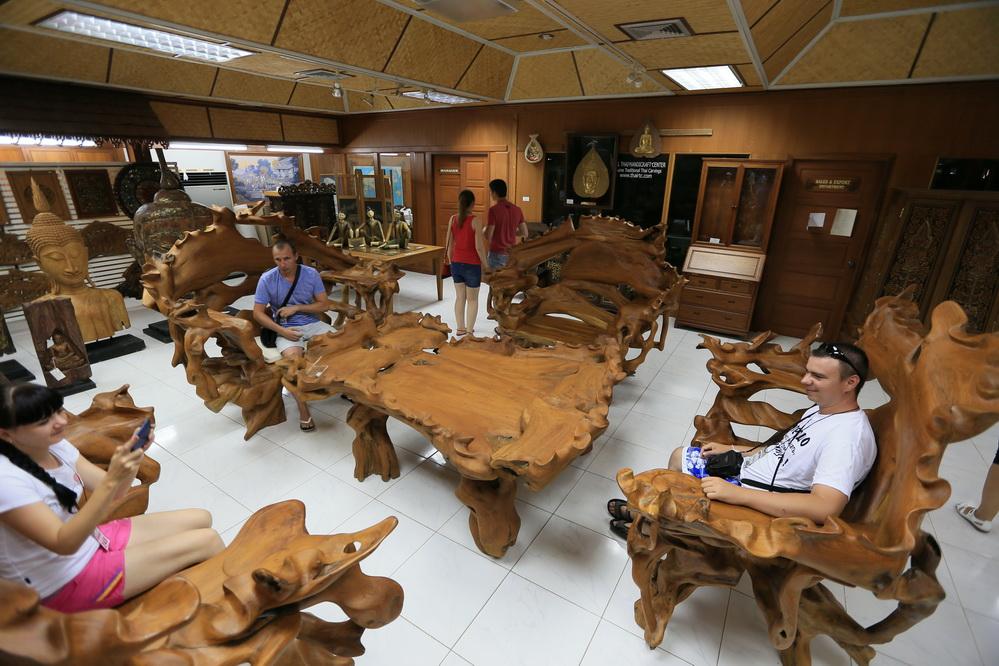 Эксклюзивные предметы мебели из золотистого тика