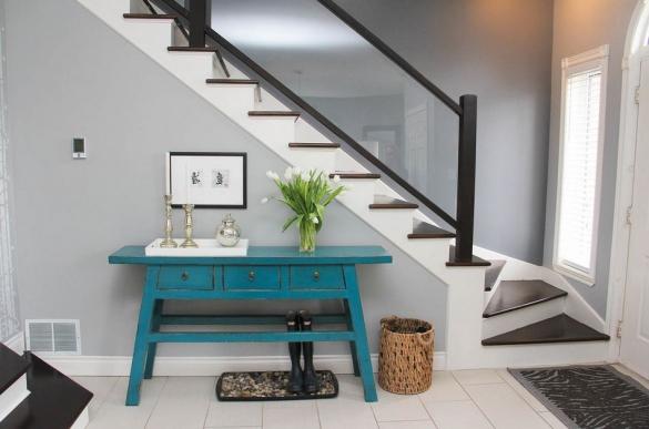 Функциональный стол синего цвета