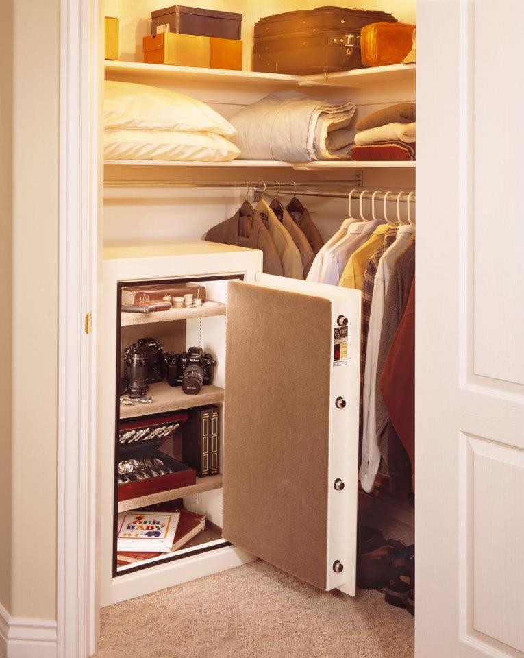 Где спрятать сейф в доме
