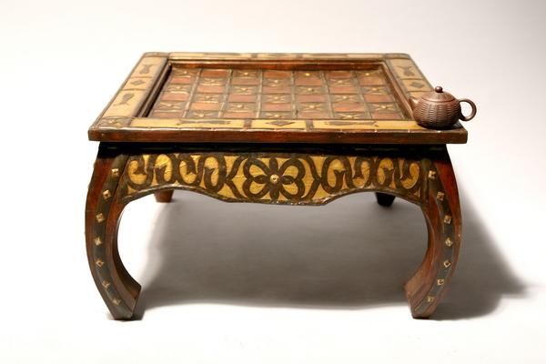 Индийский стол