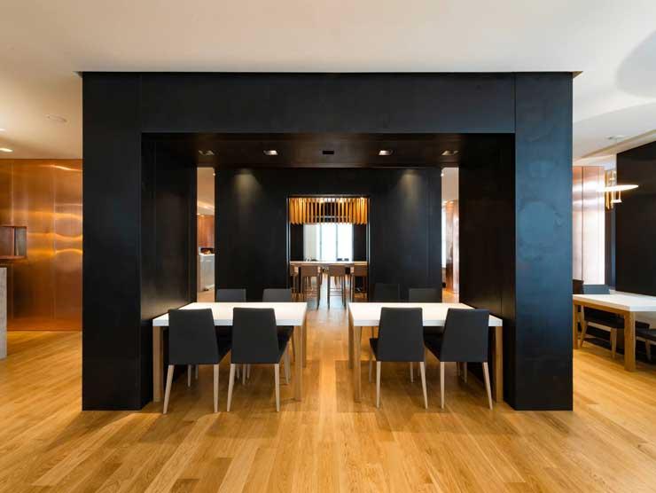 Использование черного цвета для мебели