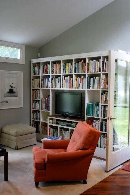 Книжный стеллаж с телевизором