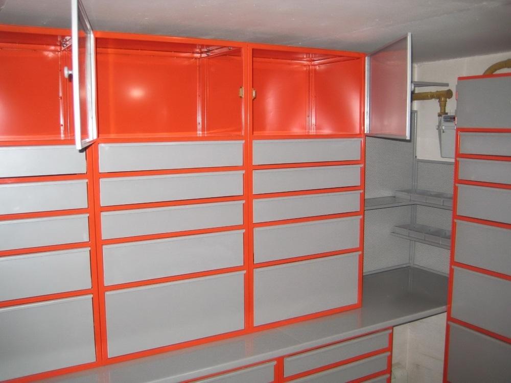 Комплект мебели оранжевого цвета
