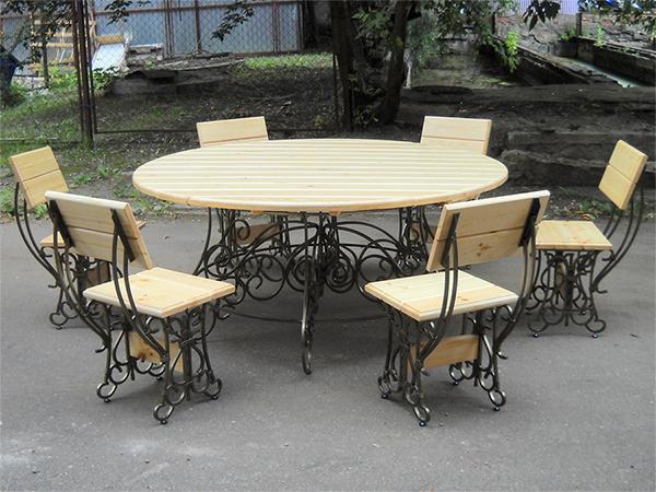 Кованая мебель для дачной беседки