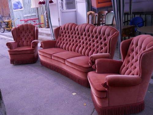 Красивые и современные кресла из велюра