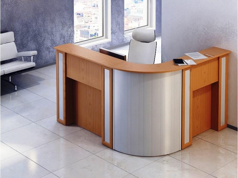 Красивый удобный стол