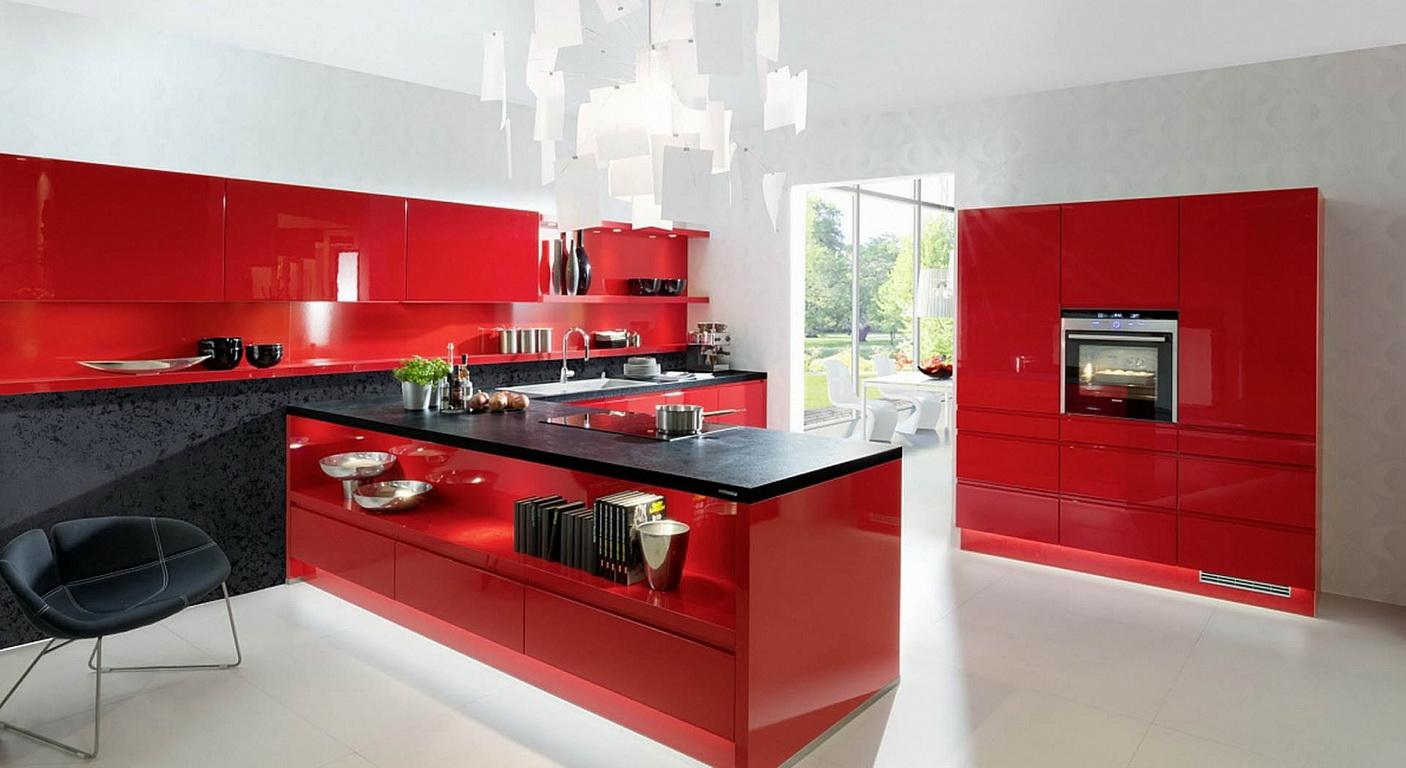 Красные глянцевые фасады немецкой кухонной мебели