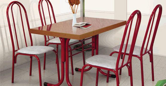 Красные стильные стулья для обеденной зоны
