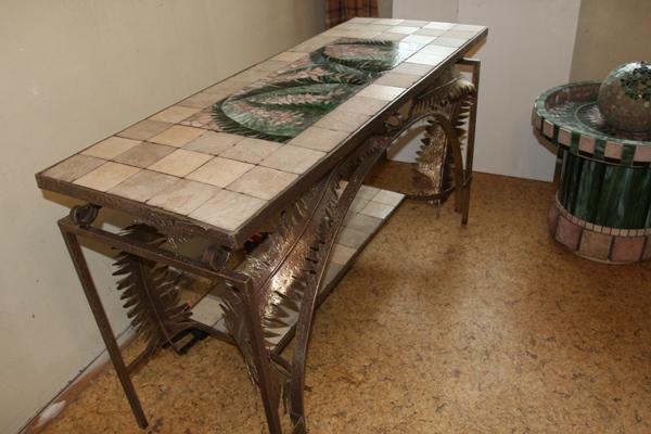 Креативный кованый стол с мозаичной столешницей