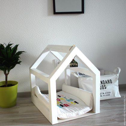 Кровать-домик для маленькой собачки