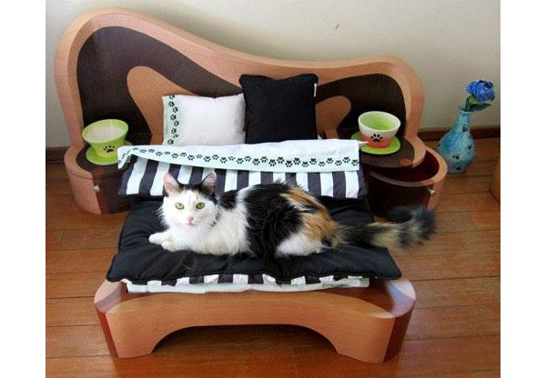 Кровать с мягким матрасом для кота