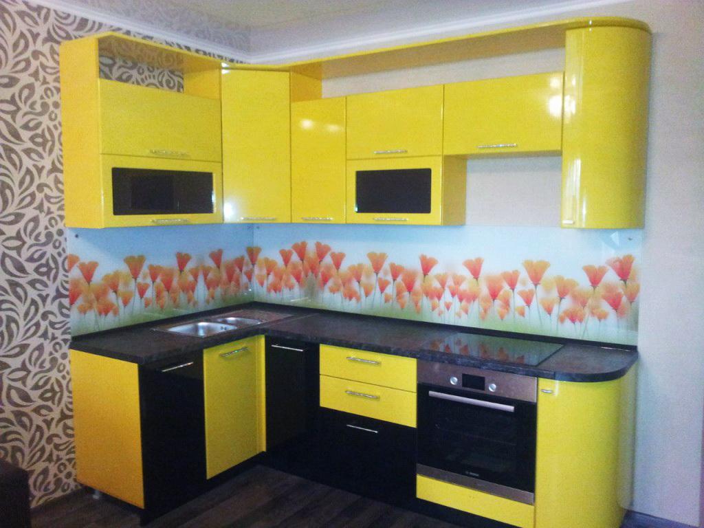 Кухня угловая, черно-желтая