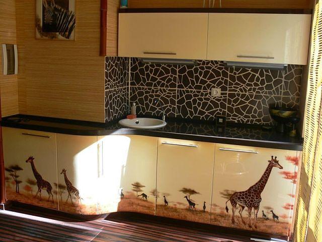 Кухонный гарнитур с красивым декором