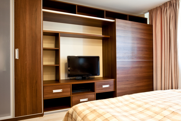 Мебель в спальню шпон ореха