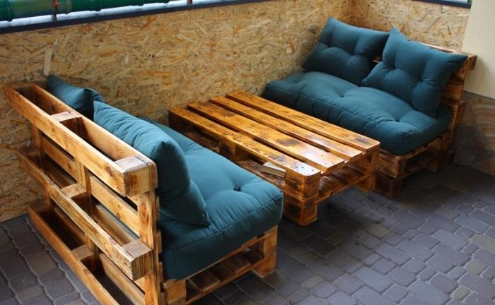 Мебель, выполненная из паллетов, оптимально подходит для размещения в беседке