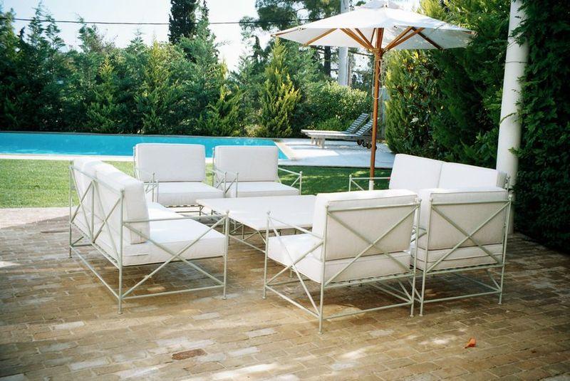 Металлические стулья с мягким сиденьем