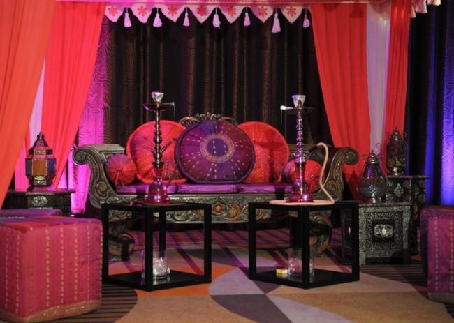 Наиболее органично кальян впишется в комнату, интерьер которой выполнен в восточном стиле