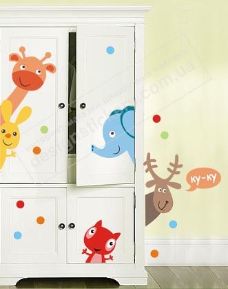 Наклейки животных на шкафу