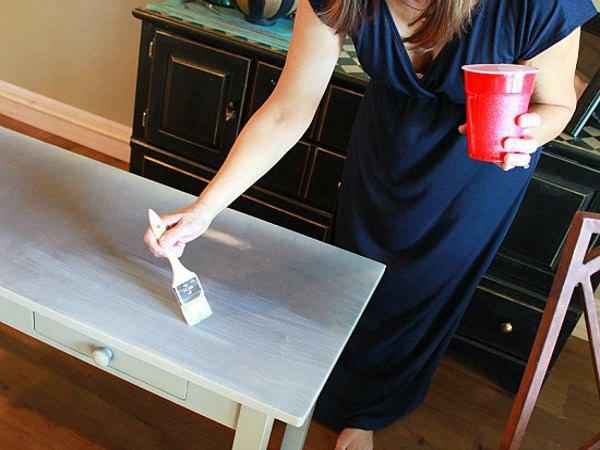 Наносим краску на мебель повторно