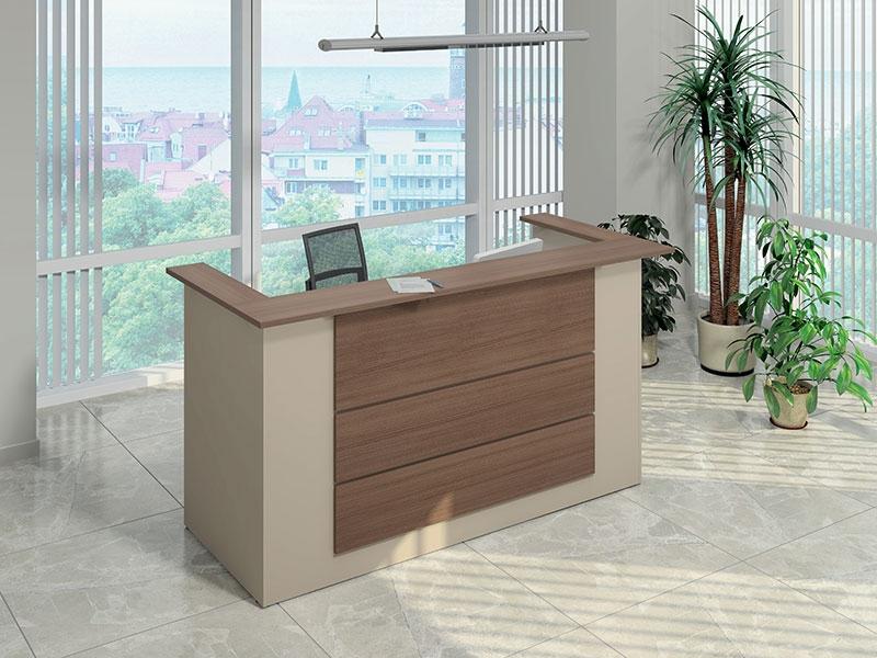 Небольшой стол для приемной комнаты