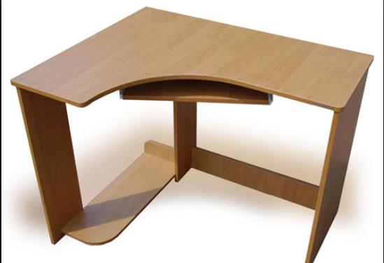 Небольшой стол для работы
