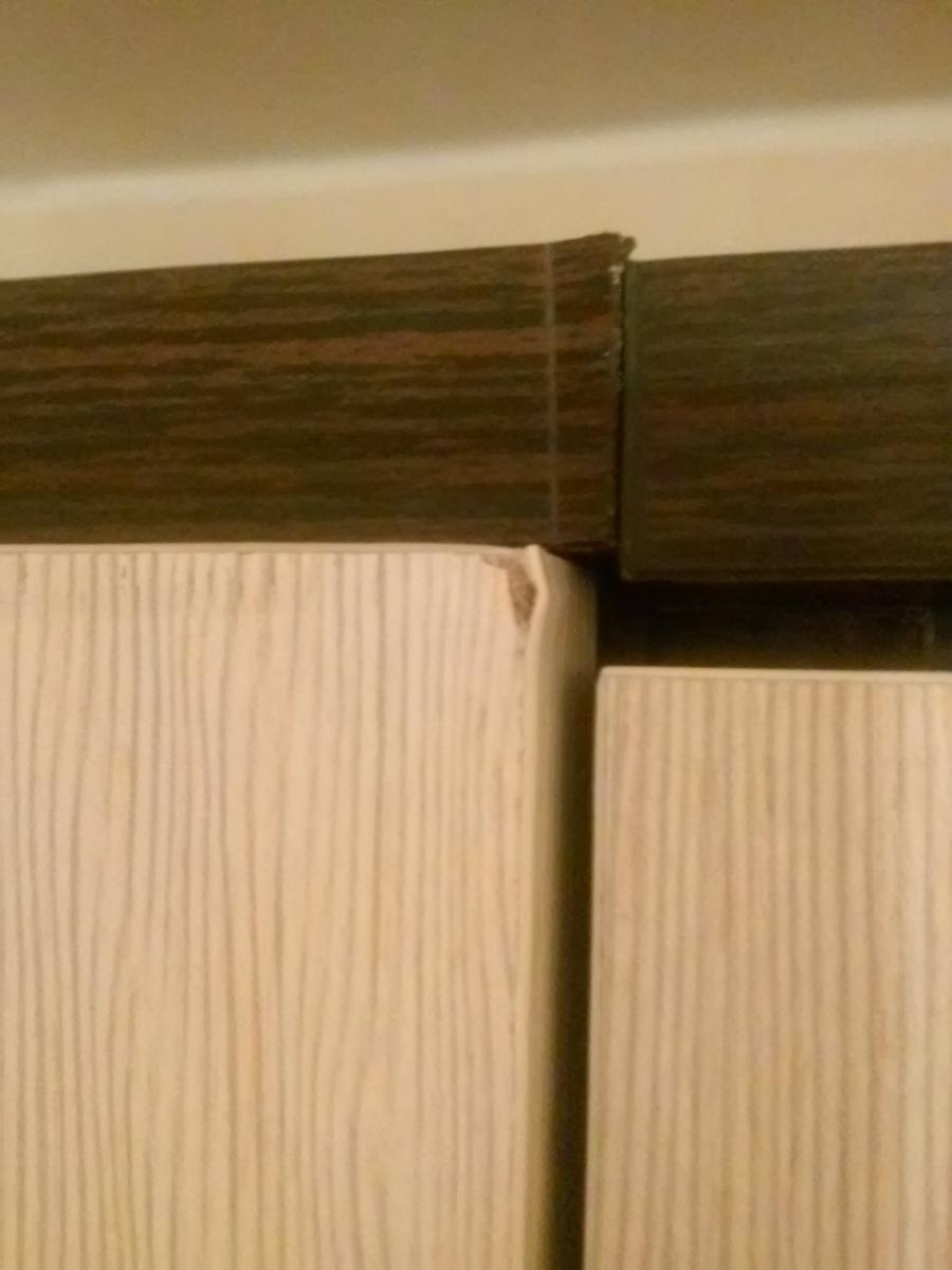 Некачественое крепление дверц шкафа